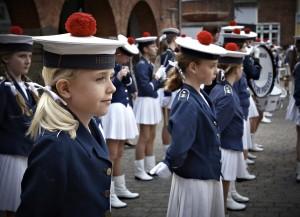 Første fredagsmarch for nye piger i Helsingør Pigegarde - maj 2011